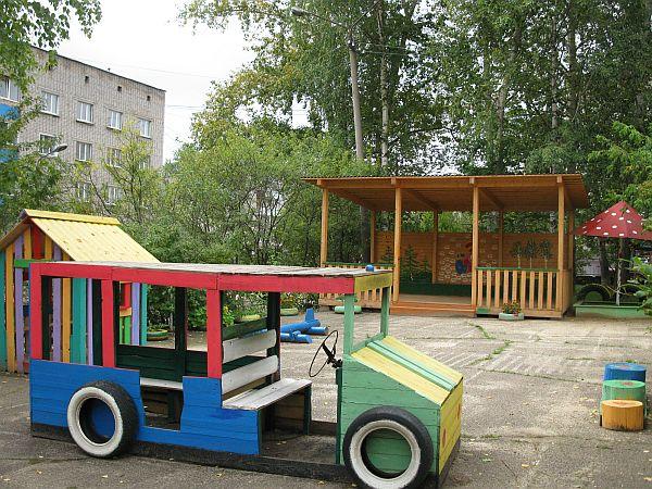 Машина в детском саду